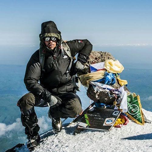 Все спортивные достижения и регалии наших гидов и инструкторов по альпинизму