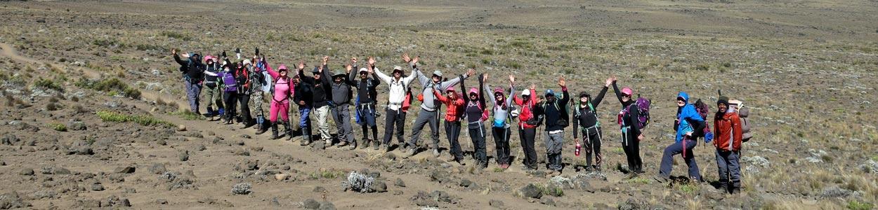 Состав гидов на восхождении на вулкан Килиманджаро в Танзании