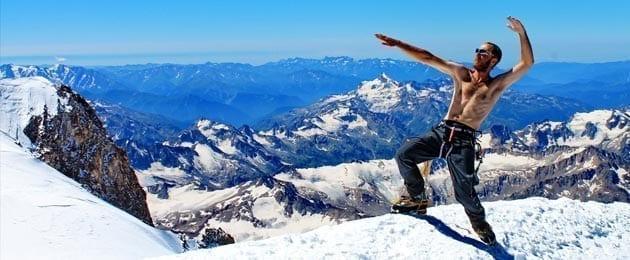 Спортивная форма для совершения восхождений и походов в горной местности